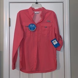 New with tags Women's button up pfg shirt.